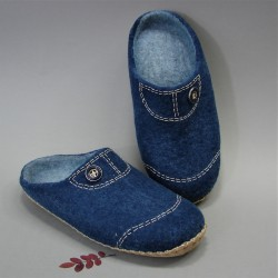 44 slippers for wide feet