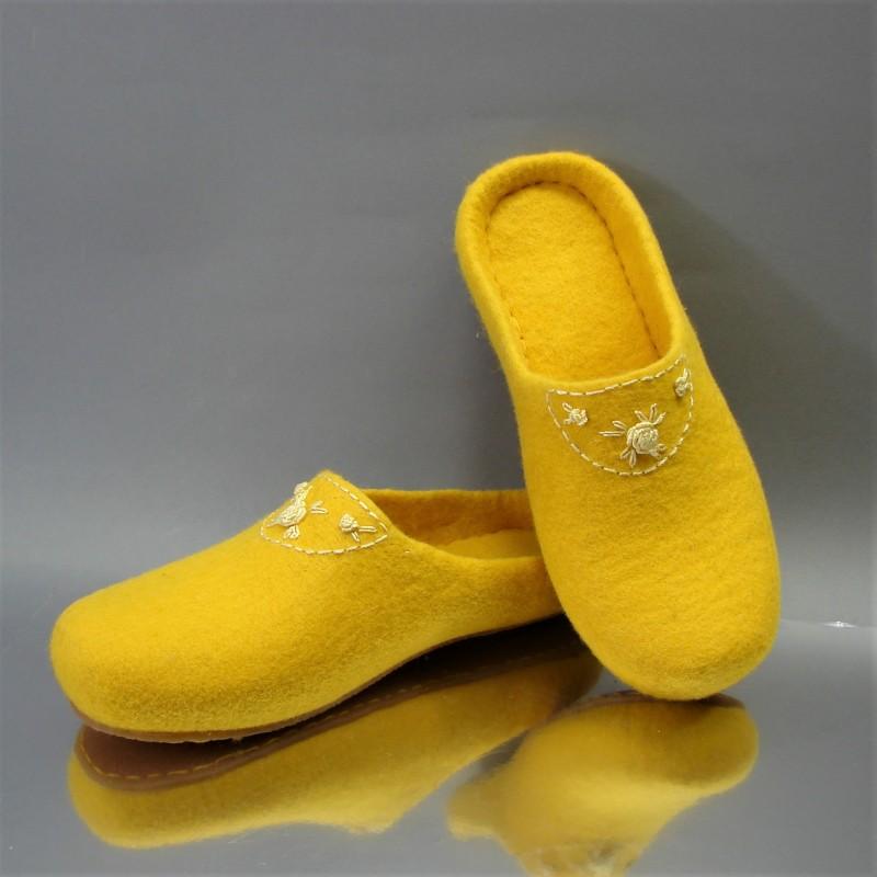 "37 felt slippers ""Rokoko"" 1"