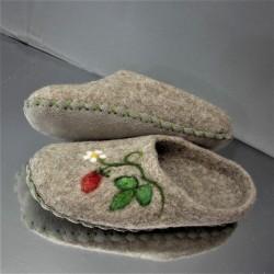 """32 felt slippers """"wild..."""