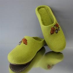 "39 Slippers ""Acorns"""